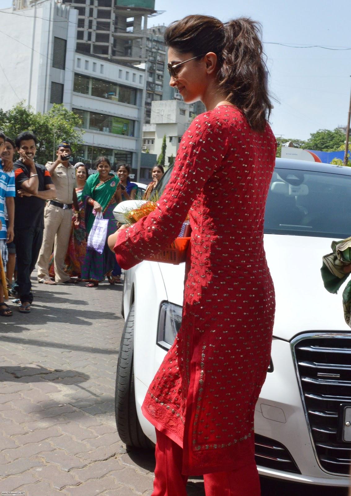Deepika Padukone at Siddhivinayak Temple Pictures Adnb9iQ9