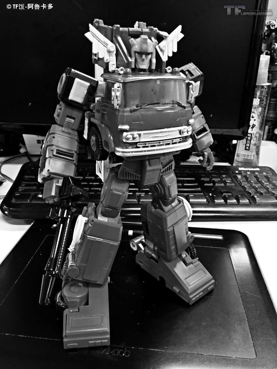 [X-Transbots] Produit Tiers - MX-V Dante (aka Inferno) + MX-VII Tirador & Ignis (aka Artfire & Nightstick) BX7u9Bae