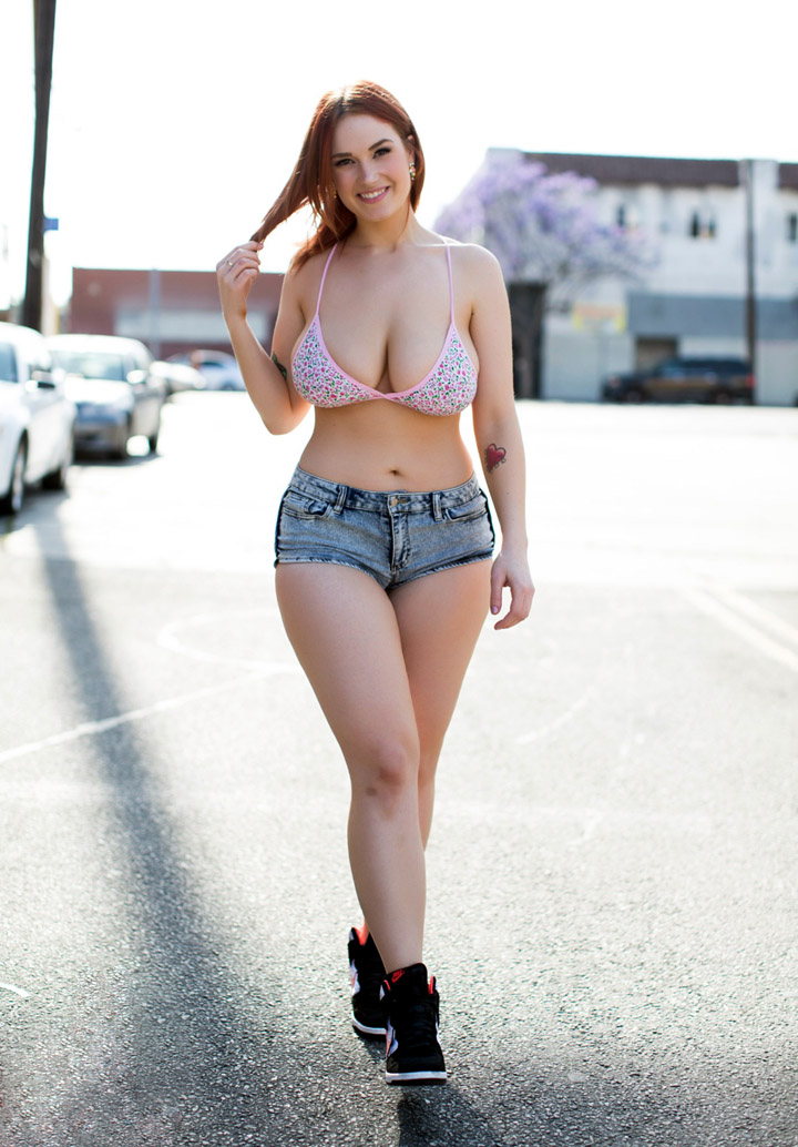 Teenage babes with curves — pic 11