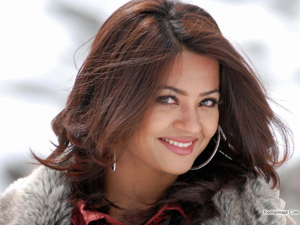 Bollywood Actress Surveen Chawla Acc1ivEa