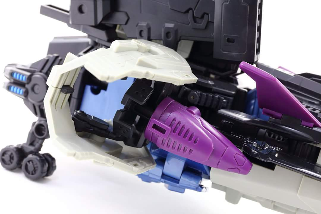 [Mastermind Creations] Produit Tiers - R-17 Carnifex - aka Overlord (TF Masterforce) - Page 3 YfUQAPPe