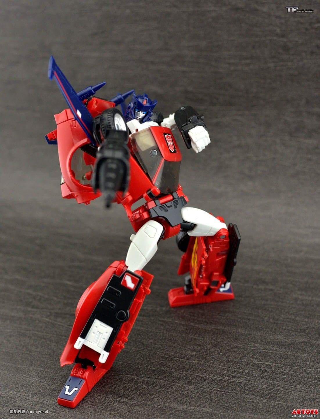 [Masterpiece] MP-25L LoudPedal (Rouge) + MP-26 Road Rage (Noir) ― aka Tracks/Le Sillage Diaclone - Page 2 Py4YnAsH