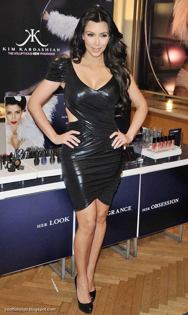 Kim Kardashian In Black Short Dress At New York Party  AcufvpcD