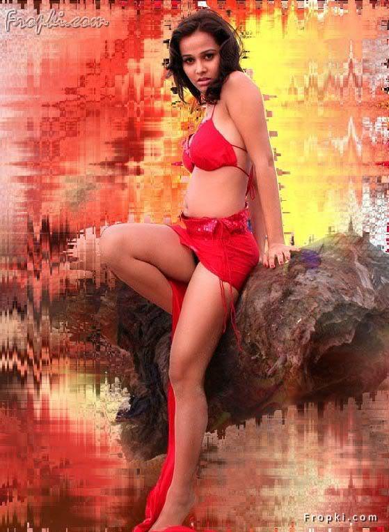 Nisha Kothari wearing Bikini Blouse AcbUknJv