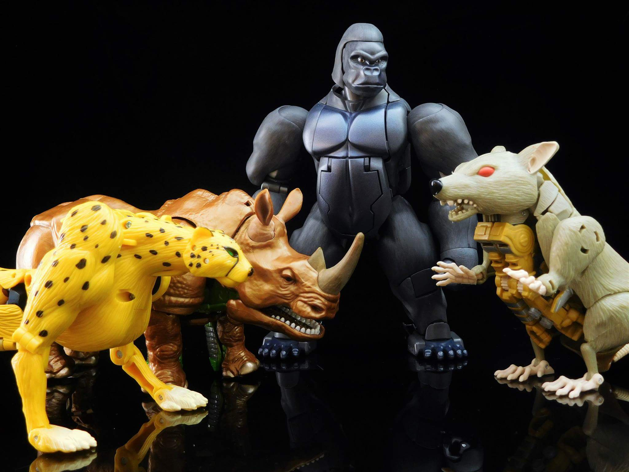 [Masterpiece] MP-32, MP-38 Optimus Primal et MP-38+ Burning Convoy (Beast Wars) - Page 3 EidcA7DV