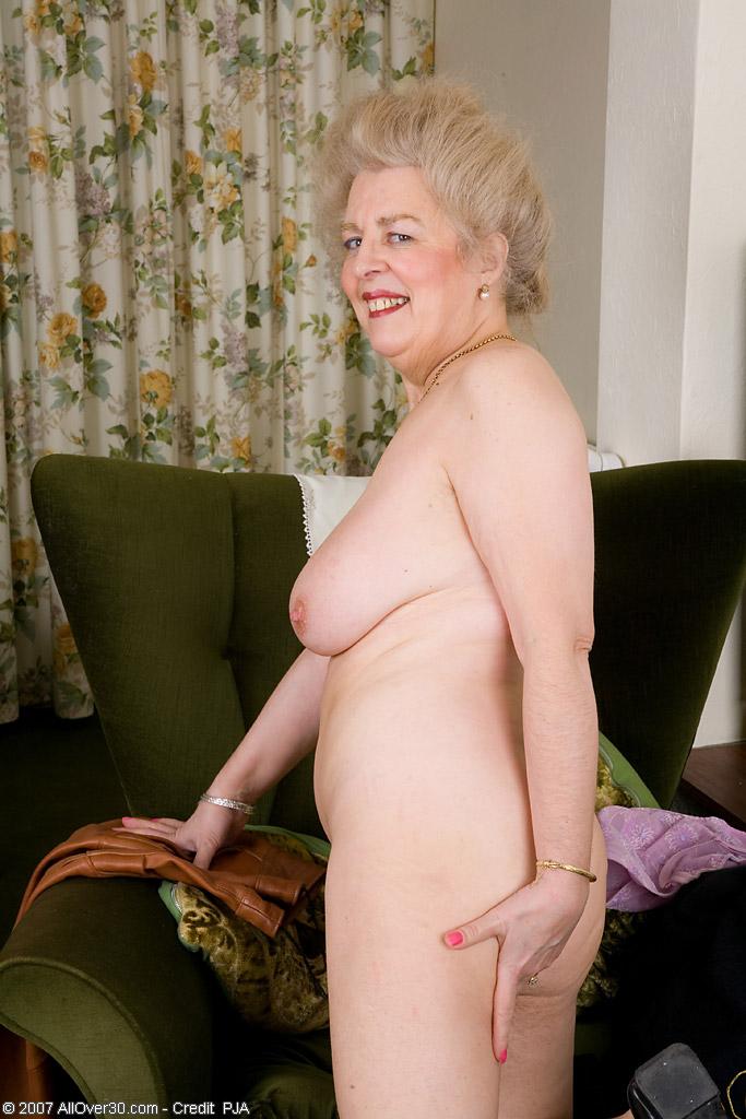 фото старушки любят показывать свои прелести