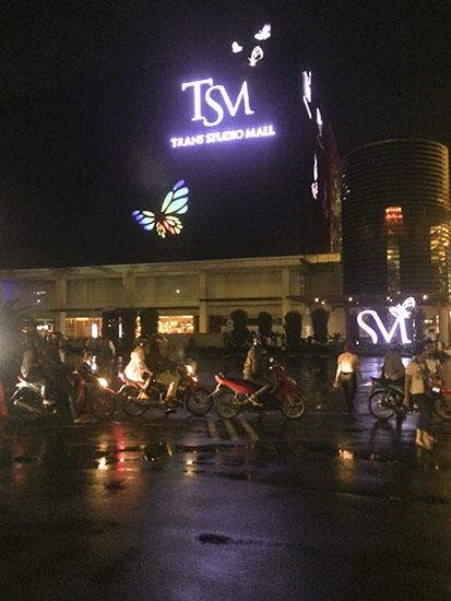 suasana malam di TSM Bandung