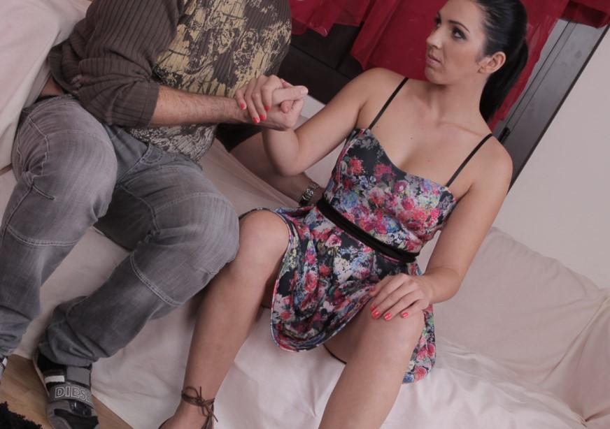 Pamela Sanchez chupa y coge por el culo