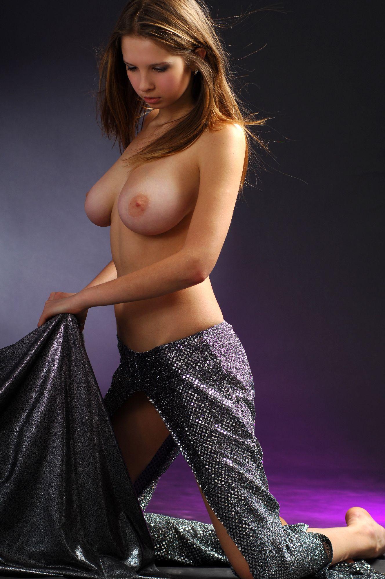 Art Modeling Studio Models Posing Nude My Hotz Pic | CLOUDY ...