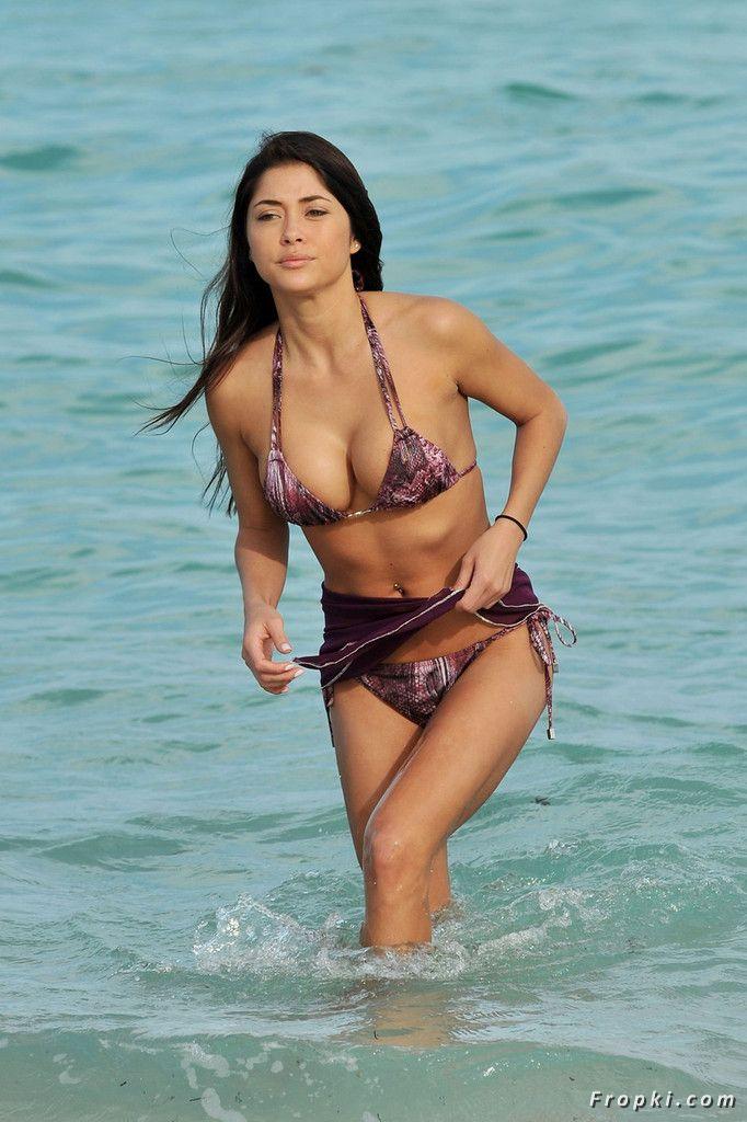 Arianny Celeste in bikini on a beach in Miami AdfPMsZo